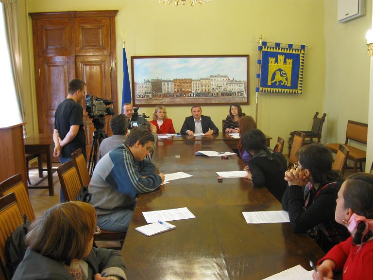 Львівяни, які мешкають у будинках ОСББ, мають змогу приватизувати прибудинкову земельну ділянку